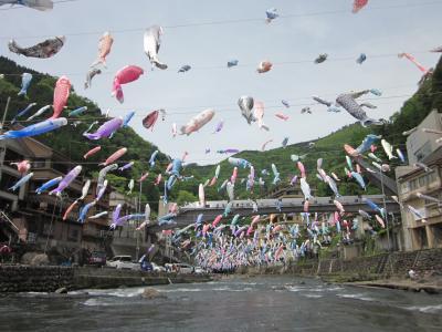 肥後・杖立温泉 昭和の薫りが今も煙る温泉街と鯉のぼり祭り ぶらぶら歩きの旅-1