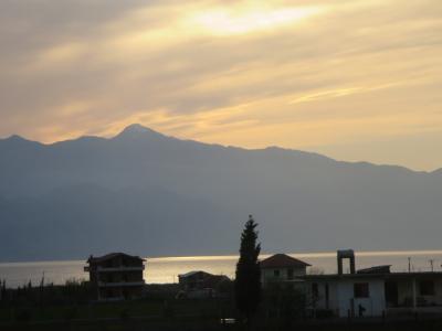 バルカン半島ってどゆとこ?!目次のような7ケ国12日間☆その15☆アルバニア~モンテネグロへ~国境で目覚ましが鳴り始める(ー_ー)!!