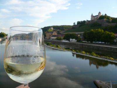 2015夏 南ドイツ一人旅(3)ヴュルツブルク マリエンベルク要塞を眺めながら夕暮れワイン