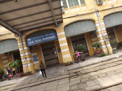 鉄道に乗って、港湾都市「ハイフォン」へ、町歩きと名物麵を食らう