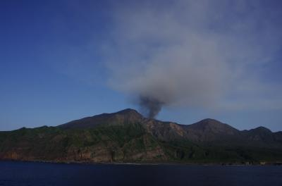 島旅 トカラ列島・諏訪之瀬島編 ~ 活発な火山・御岳 & マルバサツキの島 ~