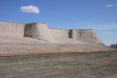 シルクロードのオアシス国家ヒバ(ウズベキスタン)で「ヒバの女王」を訪ねて、、はたして会えたかな。