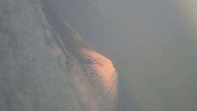 成田空港から名古屋セントレア空港へ行く途中の上空から夕方の富士山を