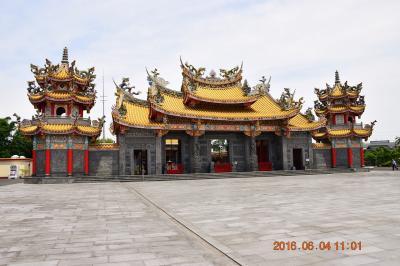 のどかな田園地帯に国内最大の五千頭の龍が昇る台湾道教のお宮 聖天宮