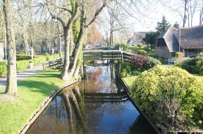 水路と茅葺屋根の街を訪ねる ヒートホールン Giethoorn