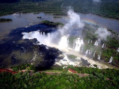 イグアスの滝自由旅行 ペルーリマからナスカへ行くよりイグアスを選択