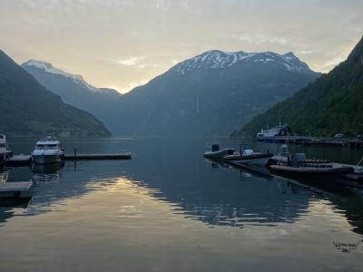 ガイランゲルの宿泊はフィヨルドの海に手が届くホテルです。