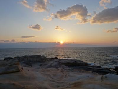 和歌山橋杭岩・千畳敷 景勝地の夕陽と翌昼の海