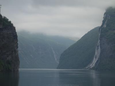 ガイランゲルからヘレシュルトまでガイランゲル・フィヨルドのクルーズ。最高の景色です。