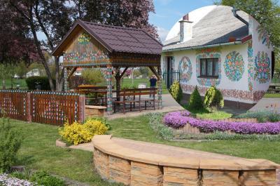 花柄ペイントのかわいい家並みザリピエ