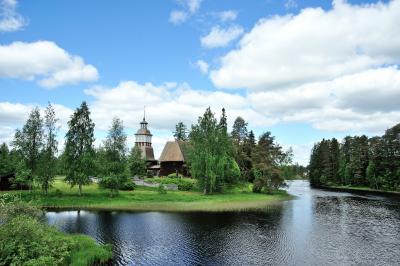 夏の扉を開けて・・・輝きの季節を迎えたフィンランドへー2 村の古い教会の可愛い天使達に・・・(*^▽^*) この名も無き教会実は世界遺産なんですよ(゚0゚)