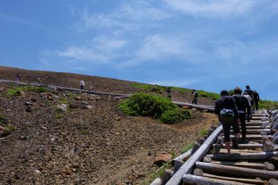 ミステリーツアーは 穴原温泉から 浄土平へ