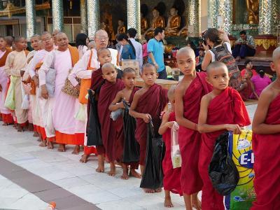 【ミャンマー】4/4作目  ゜*・ヤンゴンのかわいらしい修行僧と、地獄の体調不良編・* ゜