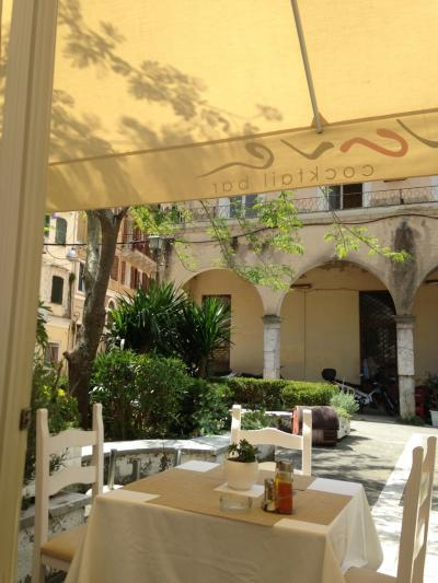 オーシャニア・リビエラ地中海クルーズvol.18 コルフの昼下がり…木漏れ日のカフェでまったり~♪(^^v