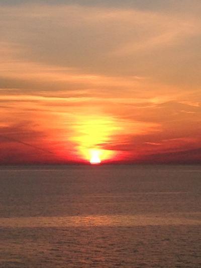 オーシャニア・リビエラ地中海クルーズvol.20 イオニアの青い海が夕陽の赤に染まる時 o(*゚▽゚*)o デイナーはグランドダイニングψ(`∇´)ψ