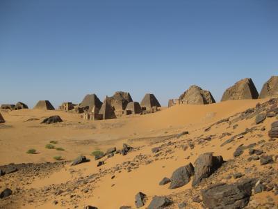 2012年1月、古代クシュ王国のピラミッドを見にスーダンへ②(メロエのピラミッド群)