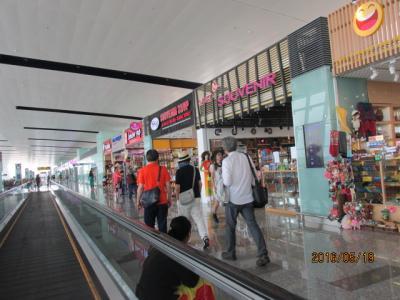 行き違いのタイ旅行(2)ハノイ空港での小休止。