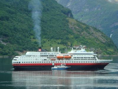 ホテルの窓からガイランゲルフィヨルドを眺めて・・・・・ノルゥエー・フィヨルドの旅
