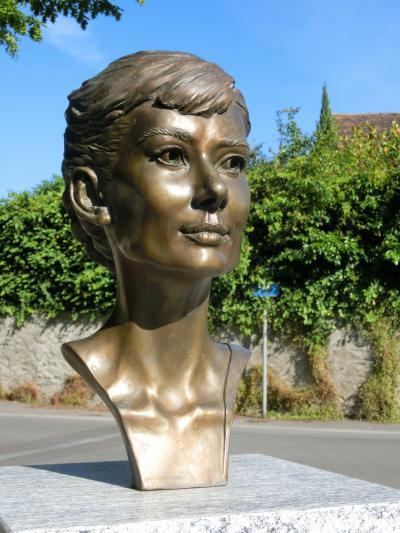 2016年20日間スイス一周25:オードリーの墓を訪ねてトロシュナ、モルジュ。