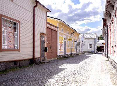 フィンランド 4  Rauma 世界遺産 可愛い!  絵本のよう!石畳の路にパステル調の木造の町並み散策しました