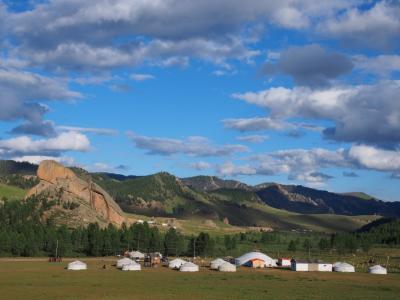 モンゴルテレルジ国立公園でひたすらハイキング&ゲルに泊まる