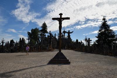 駆け足で巡る欧州10ヶ国 ベネルクス・北欧4ヶ国・バルト3国 周遊1人旅 その15:ヴィリニュス編②+シャウレイ編 トゥラカイ城と十字架の丘と北部リトアニアの中心地