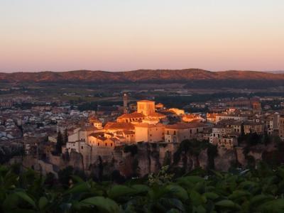 2016年8月 スペイン、フランス 合わせて 5泊  日程 詰め詰め 暑々の旅 (2) 城壁都市クエンカ旧市街 早朝 高台からの 眺めは 素晴らしい~~~