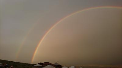 モンゴル・目にも鮮やかな虹、しかも2重の!
