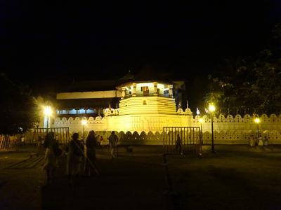 2016夏 スリランカ part4  キャンディ散策 早朝の仏歯寺を訪ねるも予想外の展開にショックをうける