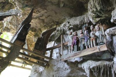 スラウェシ島 タナ・トラジャの旅(3)~岩窟墓 レモ、タンパガロ~