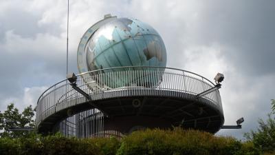 サマーイルミ鑑賞の旅(15) 加西市 世界一大きな地球儀時計がある丸山総合公園。