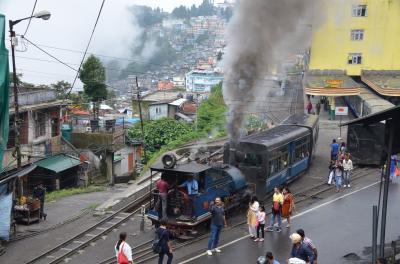 ダージリンヒマラヤ鉄道SLを追っかけろ!