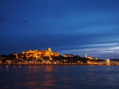 ハンガリーとウィーン列車旅(6)ブダペスト・ドナウ川ナイトクルーズと国会議事堂