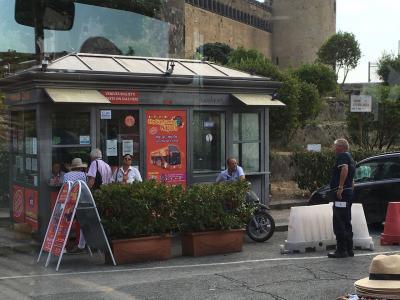 ナポリ市内の探索は赤いバスで 2016年9月