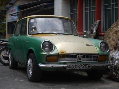 ベトナム、ダラットで迷い込んだ袋小路で現役のトヨタ パブリカ 800 !?を発見 !!!