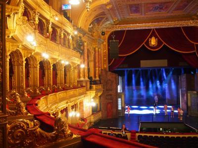 ハンガリーとウィーン鉄道の旅(7)黄金色に輝くブダペストオペラ座にときめく