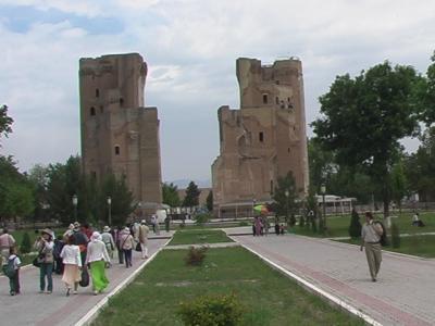 (22)2006年GWウズベキスタン・タジキスタンの旅8日間③シャフリサブス(アク・サライ宮殿跡 バザール 各種の廟と墓石)