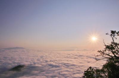 絶景と食を求めて夏の道東めぐり (3)津別峠の雲海にさくらの滝のマスの遡上、神の子池、阿寒湖そして秘境チミケップホテル