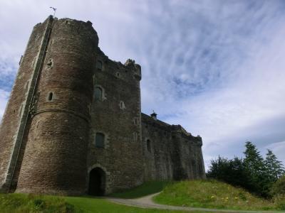 スコットランドの古城を車で巡る旅(2)     Doune城