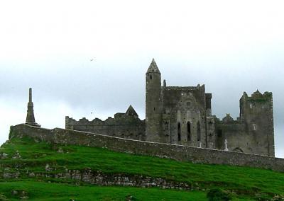 地球一周の船旅 vol.19 アイルランド・カトリックの怨念がこもる廃墟の「ロック・オブ・キャッシェル」