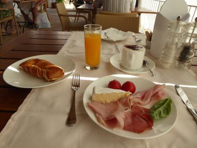 夏の優雅な南イタリア周遊旅行♪ Vol401(第21日) ☆Isola d'Ischia/S.Angelo:「Hotel Miramare Sea Resort」の遅めの朝食(ブランチ?)を頂く♪