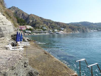 夏の優雅な南イタリア周遊旅行♪ Vol402(第21日) ☆Isola d'Ischia/S.Angelo:「Hotel Miramare Sea Resort」の前の海を泳ぐ♪