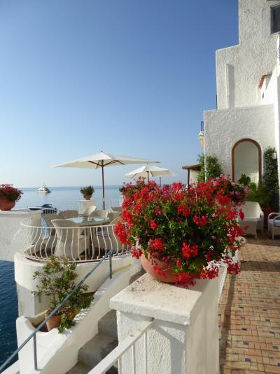 夏の優雅な南イタリア周遊旅行♪ Vol416(第22日) ☆Isola d'Ischia/S.Angelo:「Hotel Miramare Sea Resort」 最後の朝食は夏景色♪