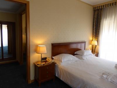 夏の優雅な南イタリア周遊旅行♪ Vol420(第22日) ☆Napoli:「Grand Hotel Santa Lucia」のジュニアスイートルーム♪
