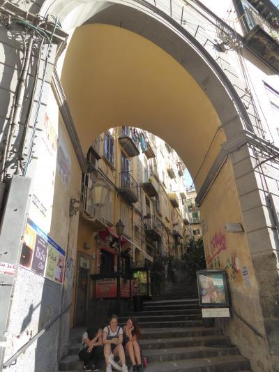 夏の優雅な南イタリア周遊旅行♪ Vol425(第22日) ☆Napoli:キアイア通りからフィランジェーリ通りへ優雅にショッピング♪