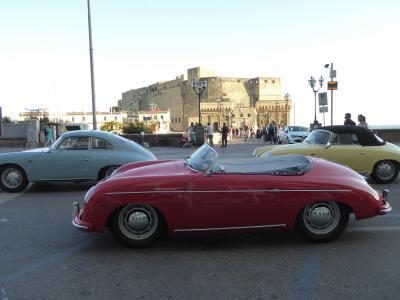 夏の優雅な南イタリア周遊旅行♪ Vol428(第22日) ☆Napoli:サンタルチアの可愛いクラシックカー♪