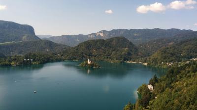 ブレッド湖に浮かぶ聖マリア教会に魅せられて