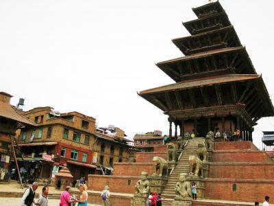 震災1年後のネパール(8) 3つの広場を持つレンガ色の世界遺産の街 バクタプル