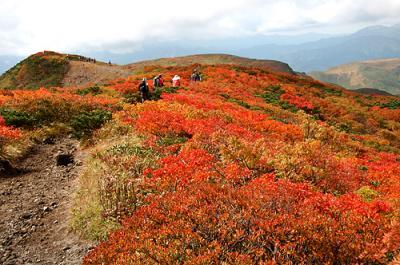 栗駒山 秣岳から紅葉の天馬尾根を歩く (2日目)