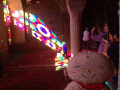 イラン:シラーズのピンクモスクと鏡モザイク張りの聖廟